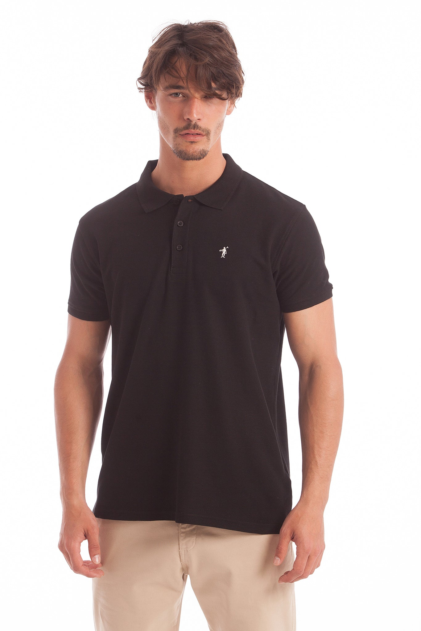 Polo negro con logo bordado