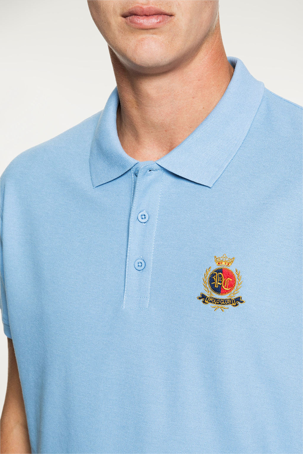 Polo GOTHIC BADGE Azul Celeste
