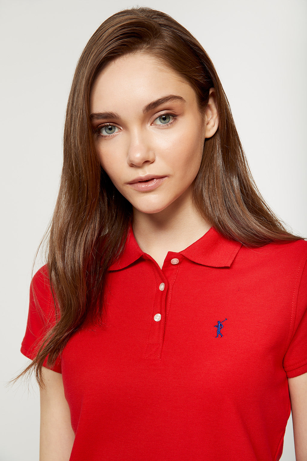 Polo rojo con logo bordado