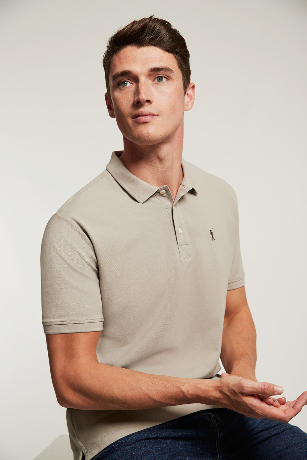 Grey organic polo shirt with embroidered logo