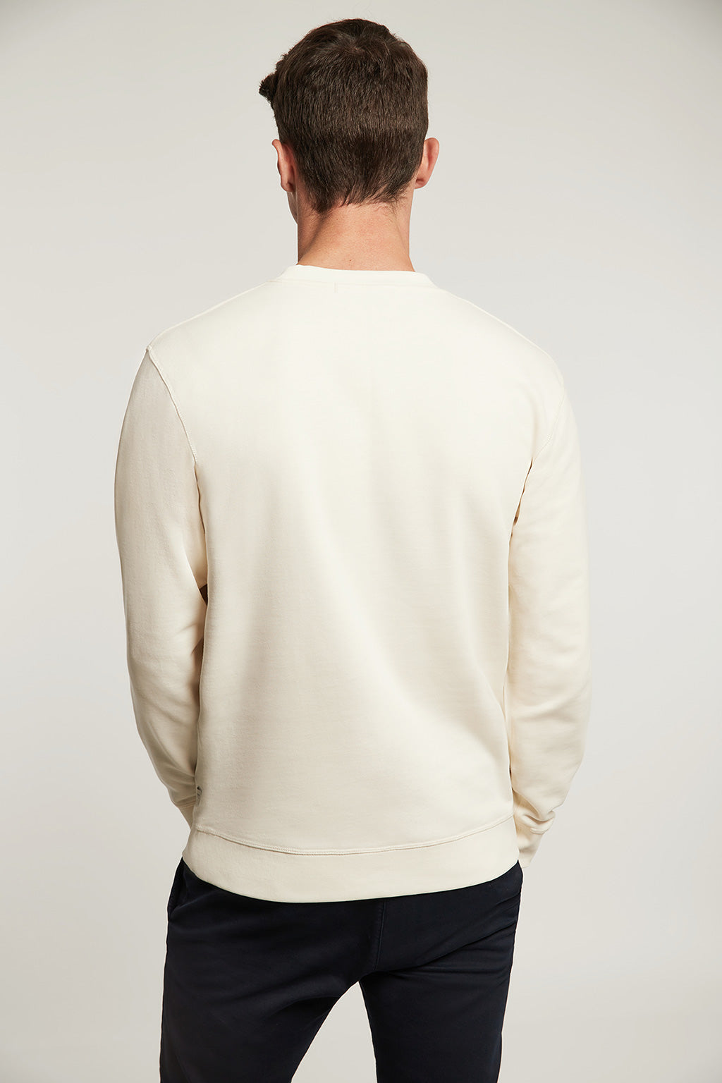 Bio-Sweatshirt naturfarben mit Stickerei in Kontrastfarbe