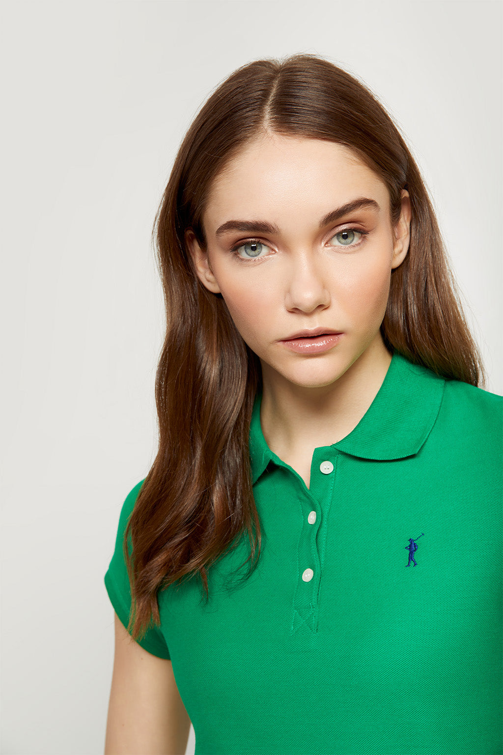 Polo verde tropical con logo bordado