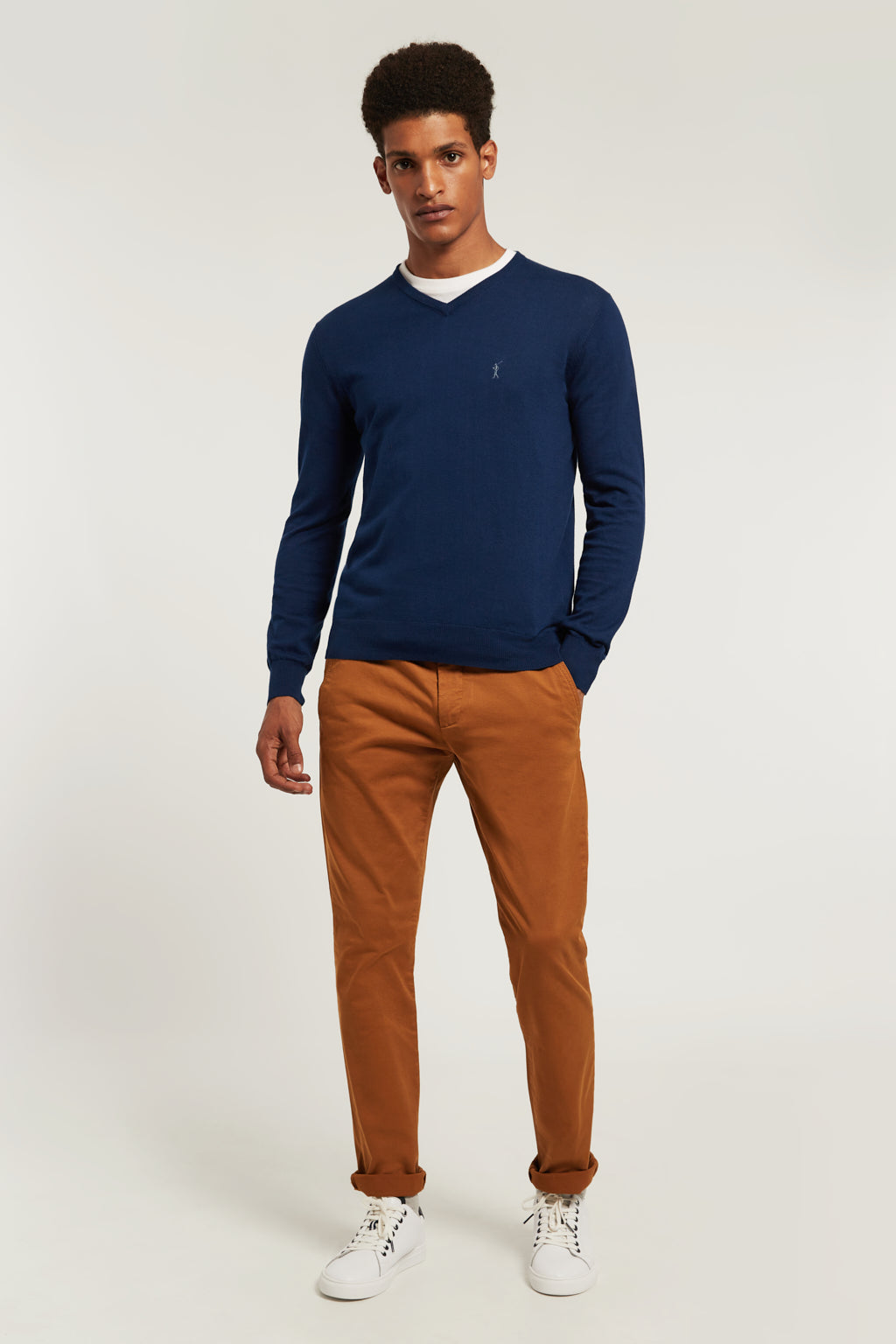 Indigo blue V-neck jumper with embroidered logo