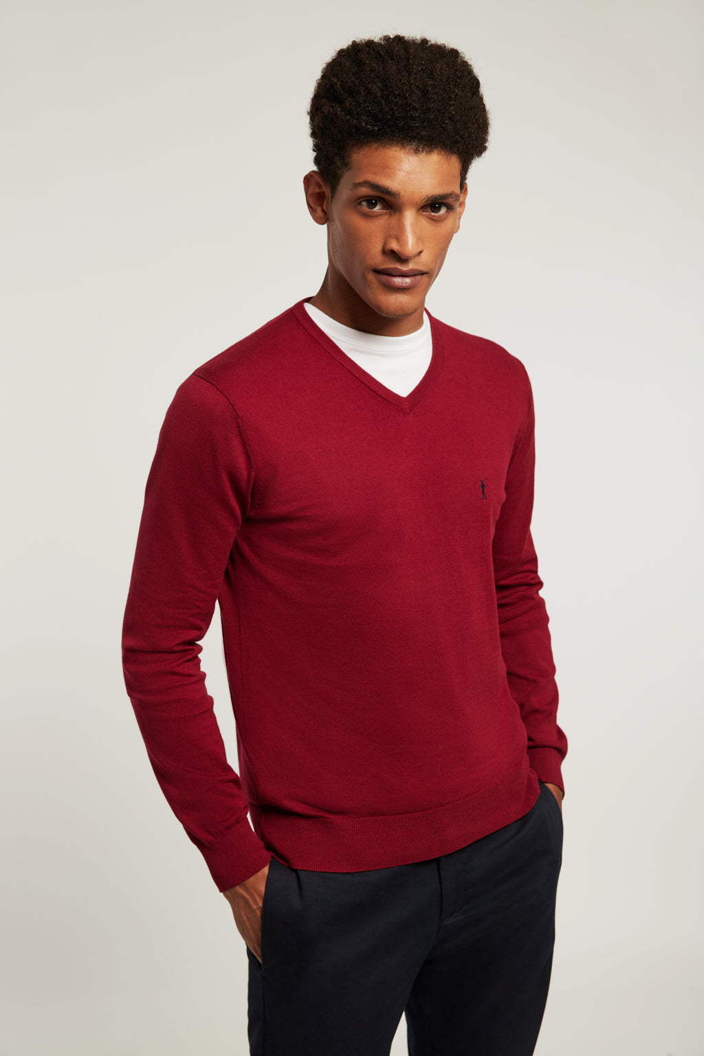Maroon V-neck jumper with embroidered logo