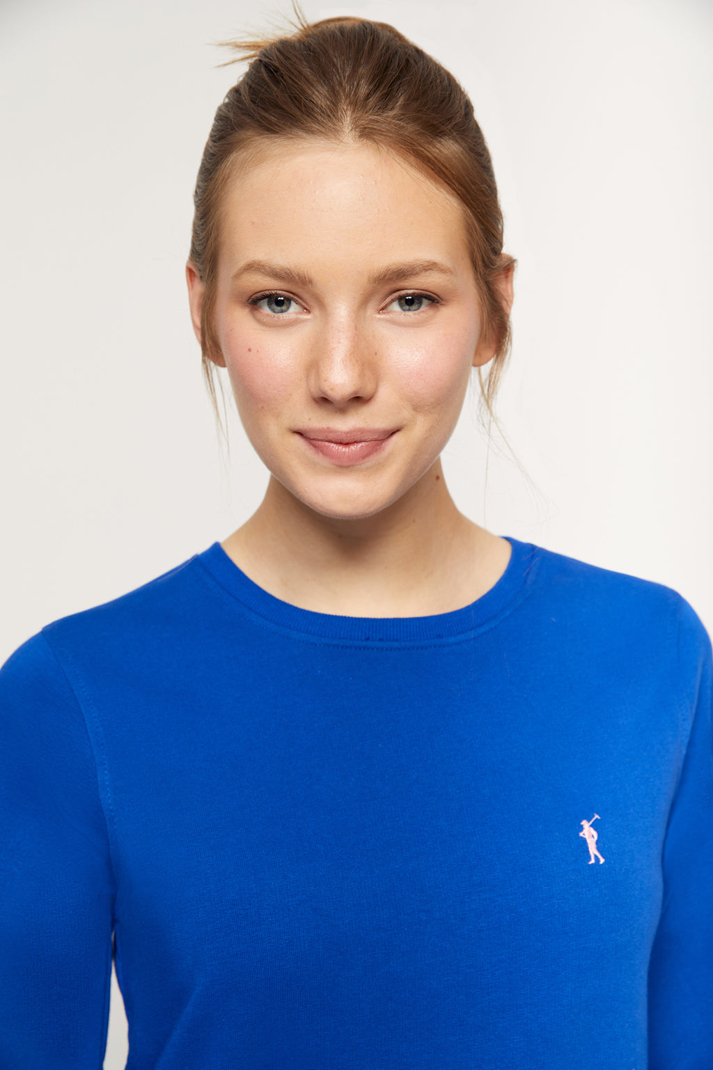 Royal blue round-neck sweatshirt made from organic cotton
