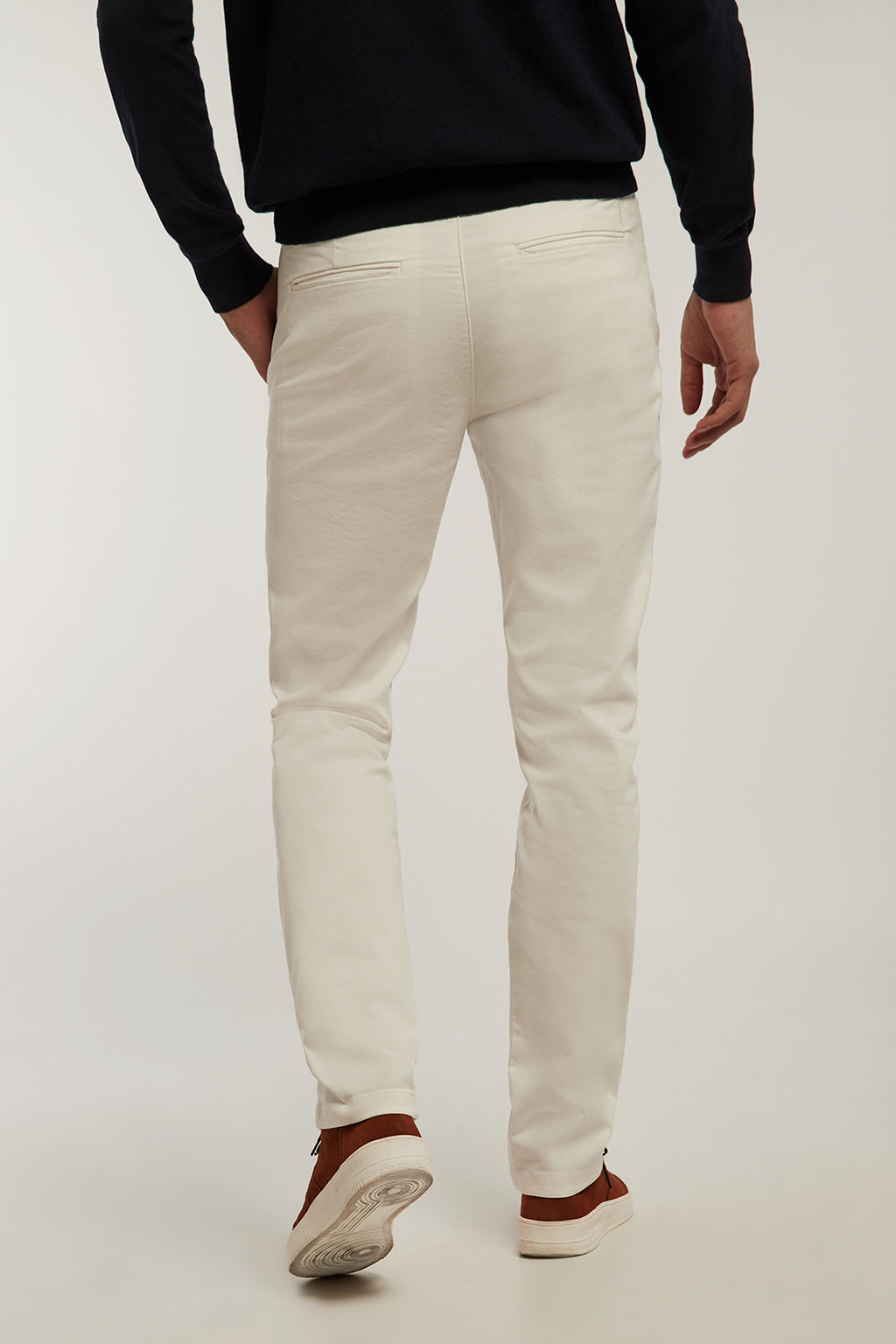 Pantalón chino ecru custom fit