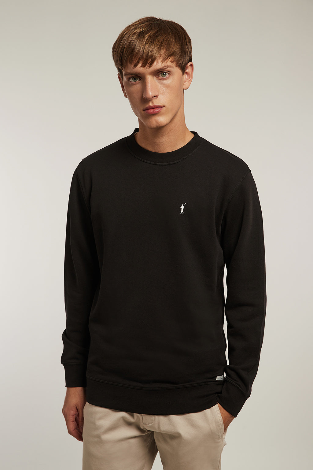 Black organic sweatshirt with contrast embroidery