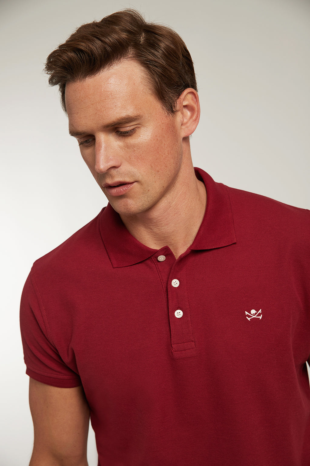 Polo custom fit granate con logo