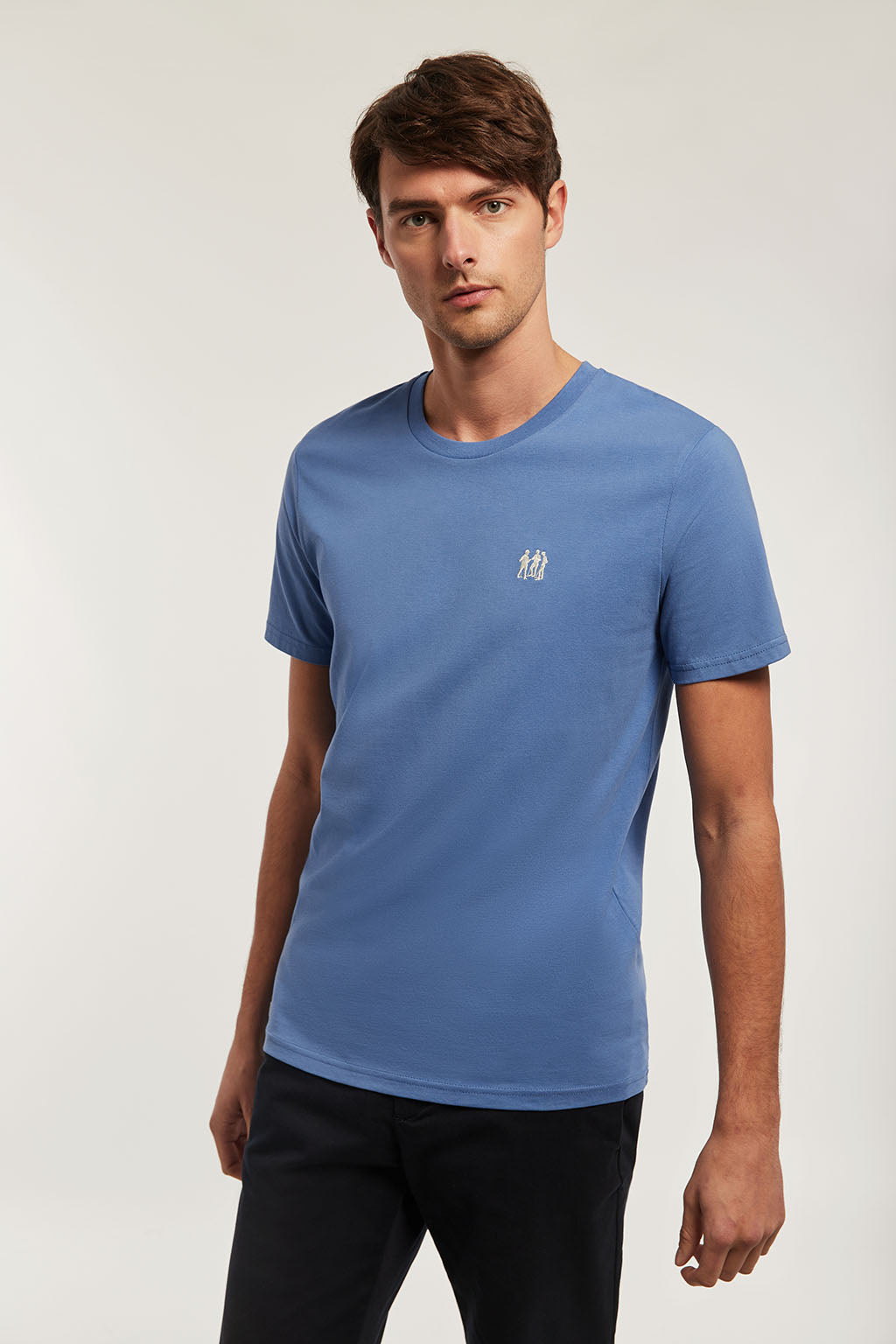 Camiseta orgánica azul royal bordado beige