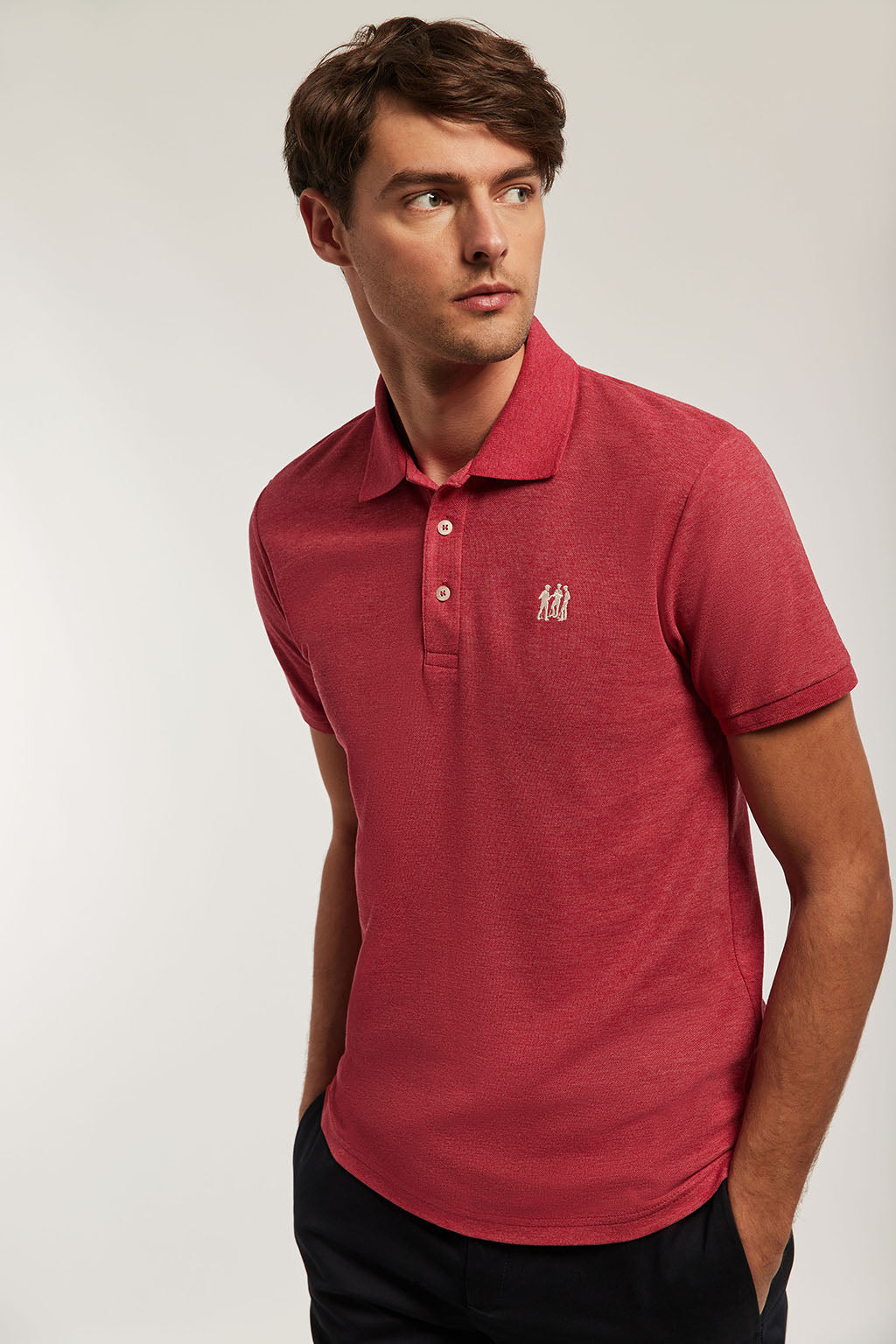 Poloshirt rot mit Stickerei in beige