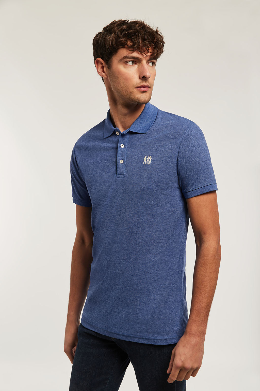 Poloshirt blau mit Stickerei in beige