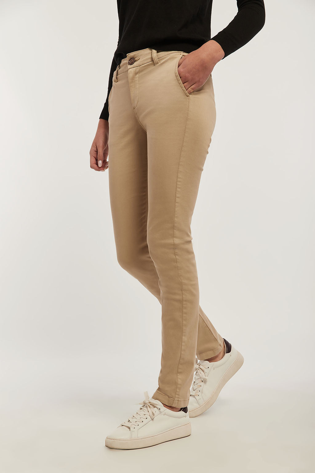 Beige slim-fit chinos with matching embroidery