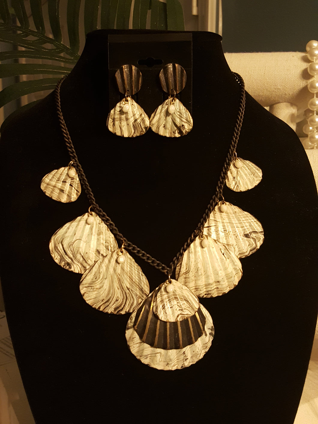 Black & White Swirl Seashell Necklace & Matching Earrings With White Beading