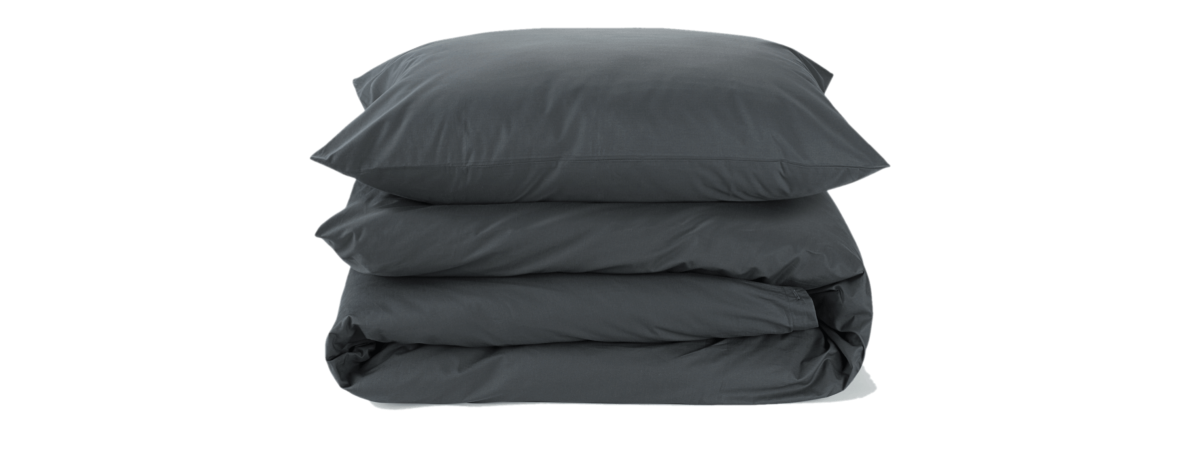 Luxury bedding set including duvet and pillows