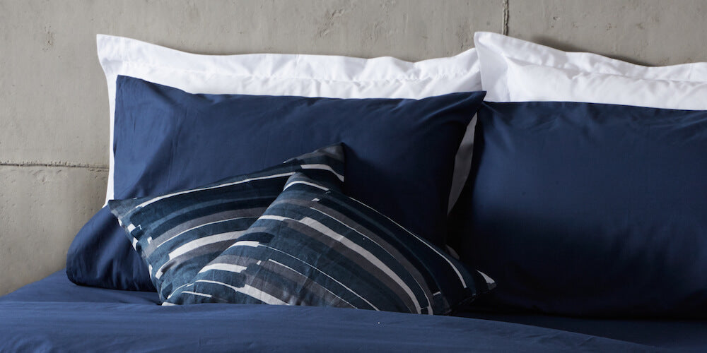 beddable navy bedding
