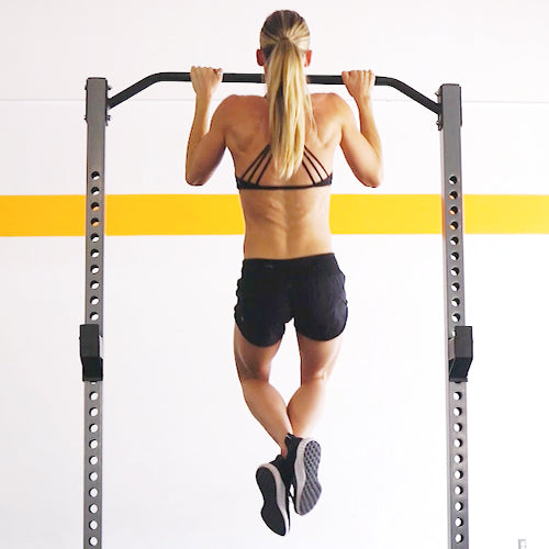a woman is working out with squat stand