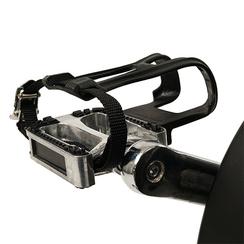 sunny-health-fitness-bikes-evolution-pro-magnetic-belt-drive-indoor-cycling-bike-high-weight-capacity-heavy-duty-flywheel-SF-B1714-pedals