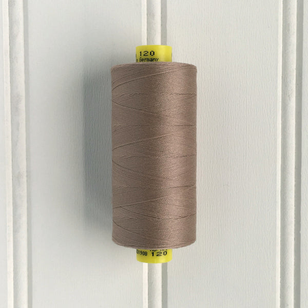 spool of gutermann mara 120 sewing thread in frosted almond