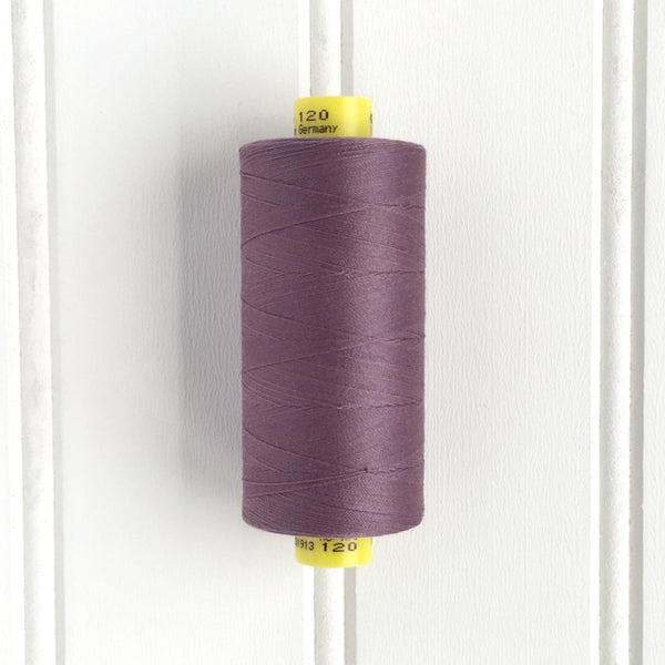 spool of gutermann mara 120 sewing thread in lavender mist