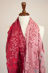 Létol French organic cotton scarf with a simple geometric design of small triangles in crimson, red and silver grey.