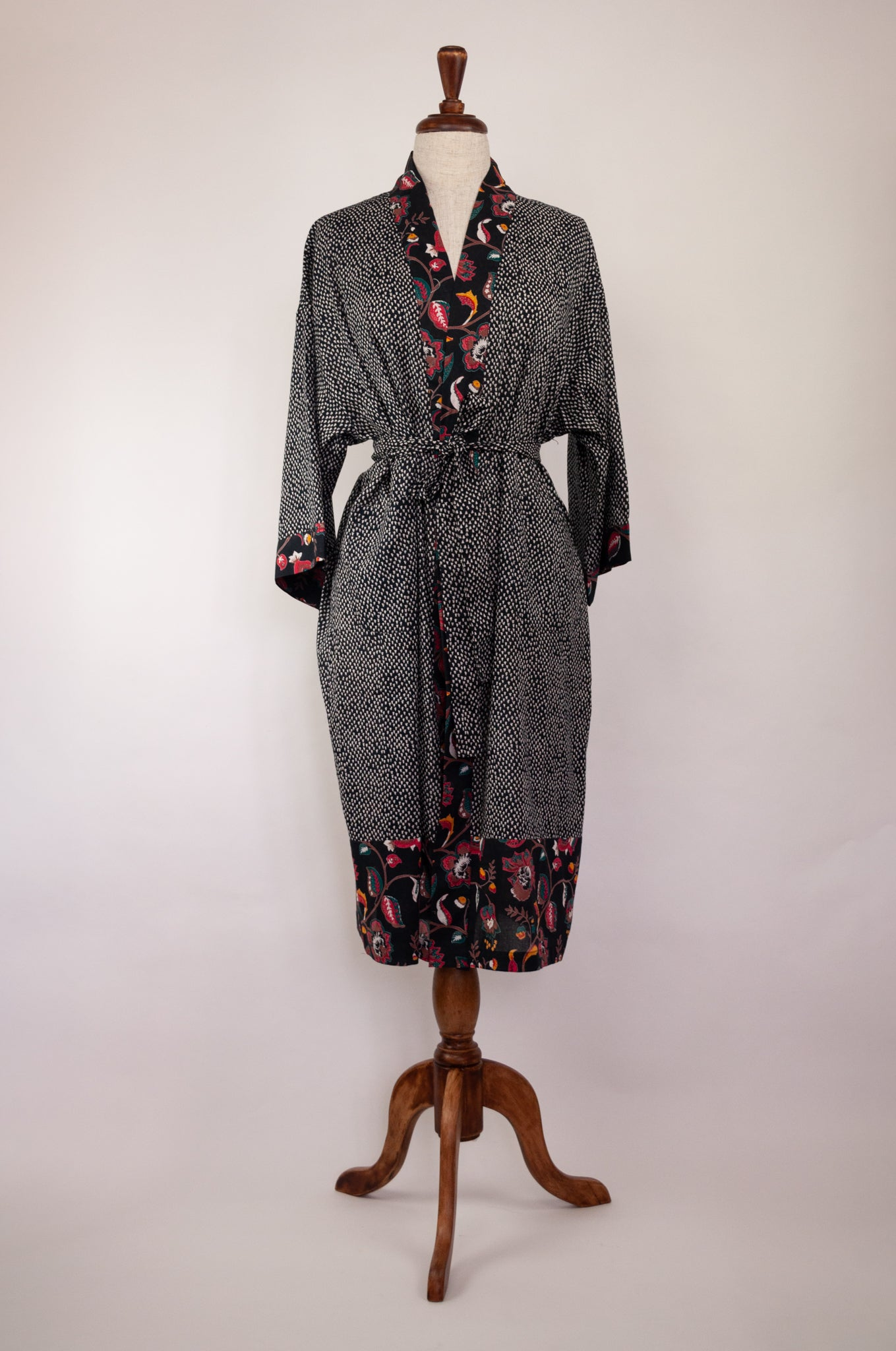 Cotton voile kimono robe dressing gown in simple white on black print, with contrast floral trim.