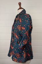 Load image into Gallery viewer, Dve Varuuni pure linen jacket, paisley print, shell buttons, patch pockets (side view).