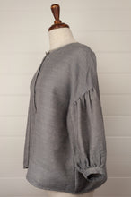 Load image into Gallery viewer, Dve Ishi button up top - grey wool