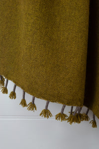 Baby yak wool handwoven tasseled throw rug in chartreuse green ombre fading to natural. (close up)