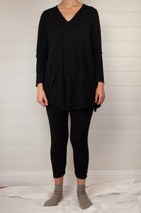 Valia Campbell tunic in black polyamide knit V neck A line loose fitting with side splits.
