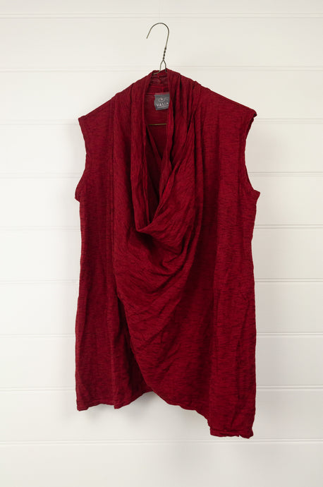 Valia long twisted vest in scarlet red wool polyamide knit.