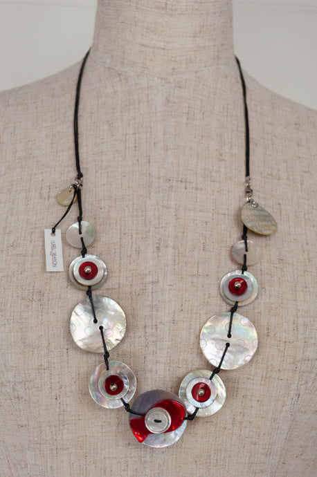Aurel Création shell nacre mother of pearl button bouton jewellery in red and white, adjustable necklace.