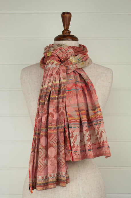 Létol organic cotton jacquard scarf, made in France, Edith in rose thé, deep red pink.