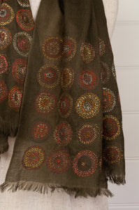 Sophie Digard embroidered scarf, Earth palette, concentric circles on an olive background. Montre et Boussole.