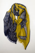 Load image into Gallery viewer, Inouitoosh scarf - Yako yellow