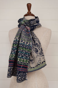 Létol organic cotton jacquard scarf, made in France, Morphée marine et cie in navy blue and white, with  highlights in brilliant red and rich green.