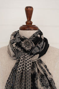 Létol organic cotton jacquard scarf made in France, Donatella Carbone in shades of black, grey and white and highlights in indigo.