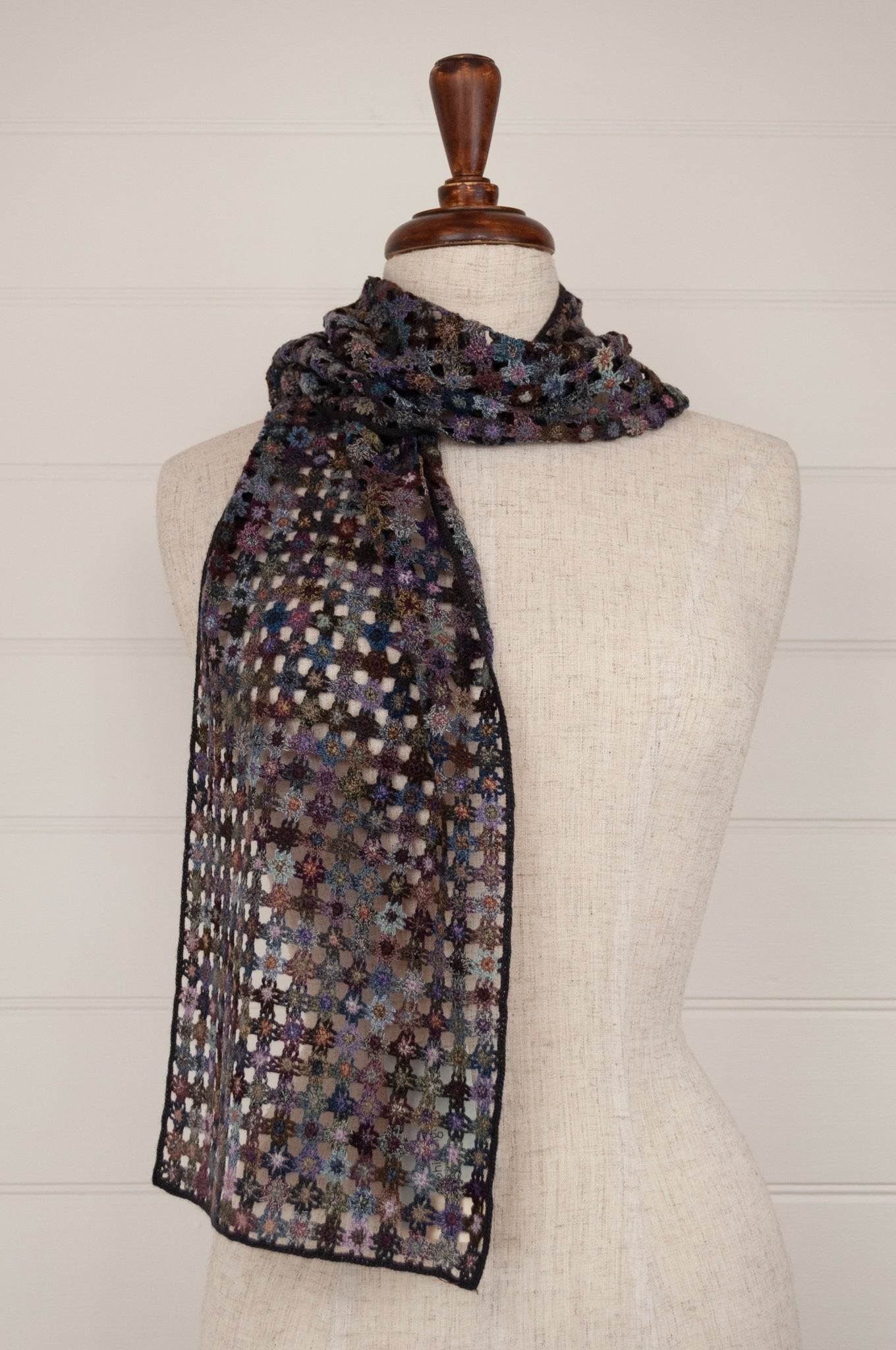 Sophie Digard Paris crochet scarf in merino wool, Fleur Minus E3073 flowers in shades of blue, mauve, lilac, purple, pink, turquoise, teal and aqua.