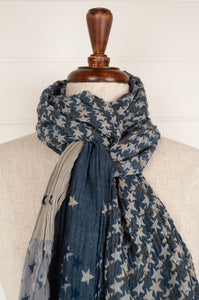 Létol organic cotton Jacquard scarf, made in France, Stella is a subtle and sophisticated design of stars and strips in shades of blue and grey.