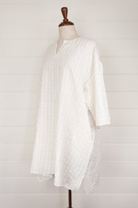 Maku Textiles Jessop white handloomed cotton seersucker easy fitting tunic dress, with three quarter sleeves, side seam pockets and side slits at hem.