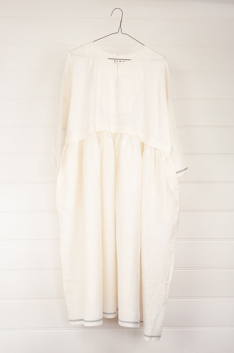 Maku Textiles Sefid dress in natural white cotton linen, one size loose fitting tunic dress with three quarter sleeves, front slit neck opening and gathered skirt and side pockets.