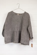 Load image into Gallery viewer, Dve Collection Anisha top in black grey chambray linen, pin tucked bodice front and back, three quarter sleeve. One size.