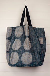 Létol made in France organic cotton reversible large tote bag, jacquard pattern in shades of turquoise, blue, with highlights in red, geometric pattern reverse in co-ordinating tones