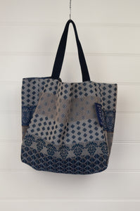 Létol medium reversible tote bag made in France from organic cotton in stripes and dots design in shades of blue.