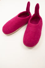 Load image into Gallery viewer, Fuchsia pink wool felt slippers, pull on style with tab, fair trade and ethically made in Nepal.