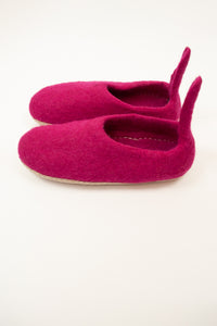 Fuchsia pink wool felt slippers, pull on style with tab, fair trade and ethically made in Nepal.