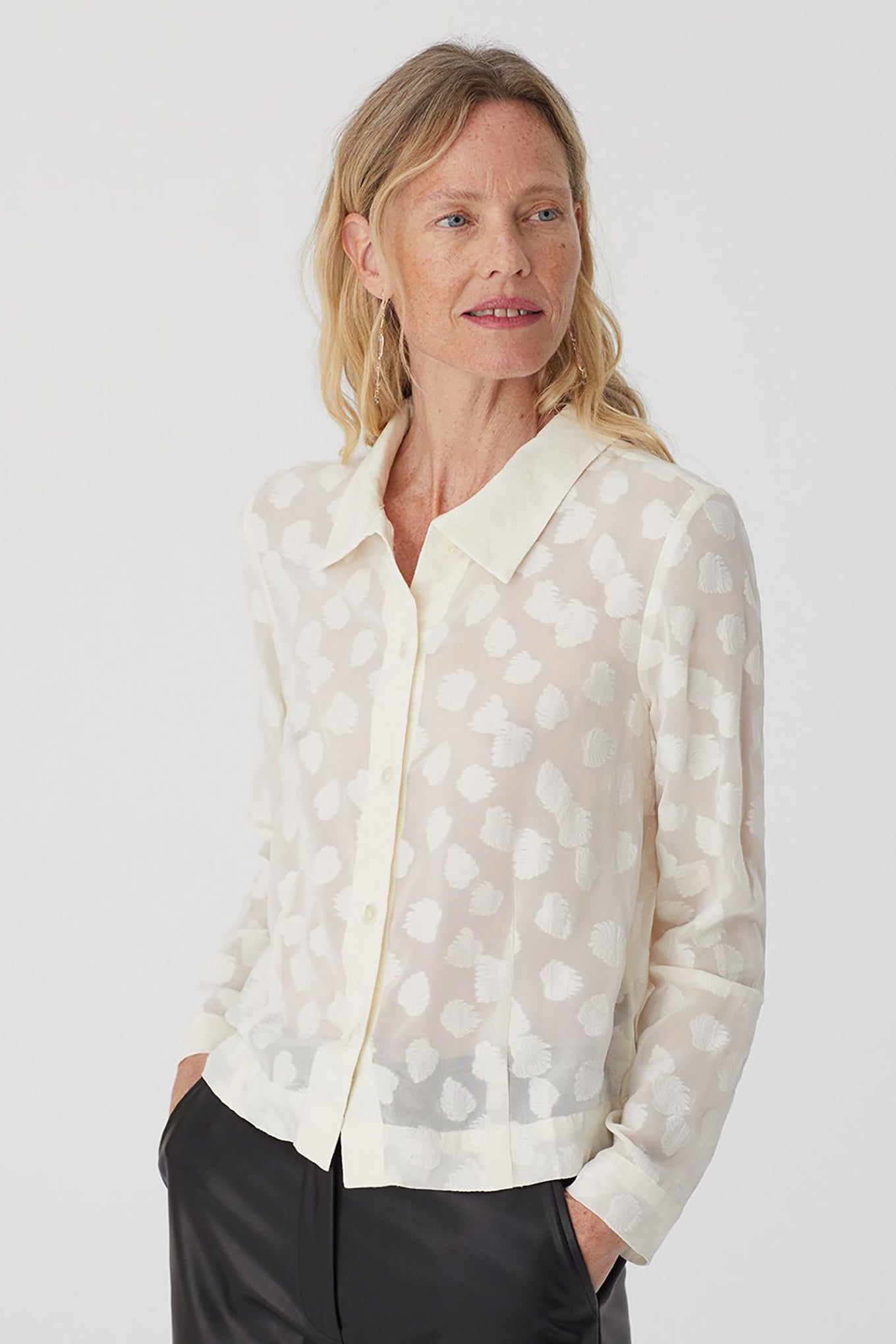 Nice Things by Paloma S designed in Barcelona Spain ecru leaf print cropped button up shirt.