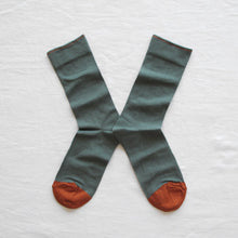 Load image into Gallery viewer, Bonne Maison fine cotton socks made in France, co-ordinating cedar green plain with pumpkin orange toe and edging.