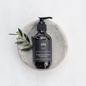 Olieve & Olie bergamot, clary sage and geranium natural and organic hand and body wash.