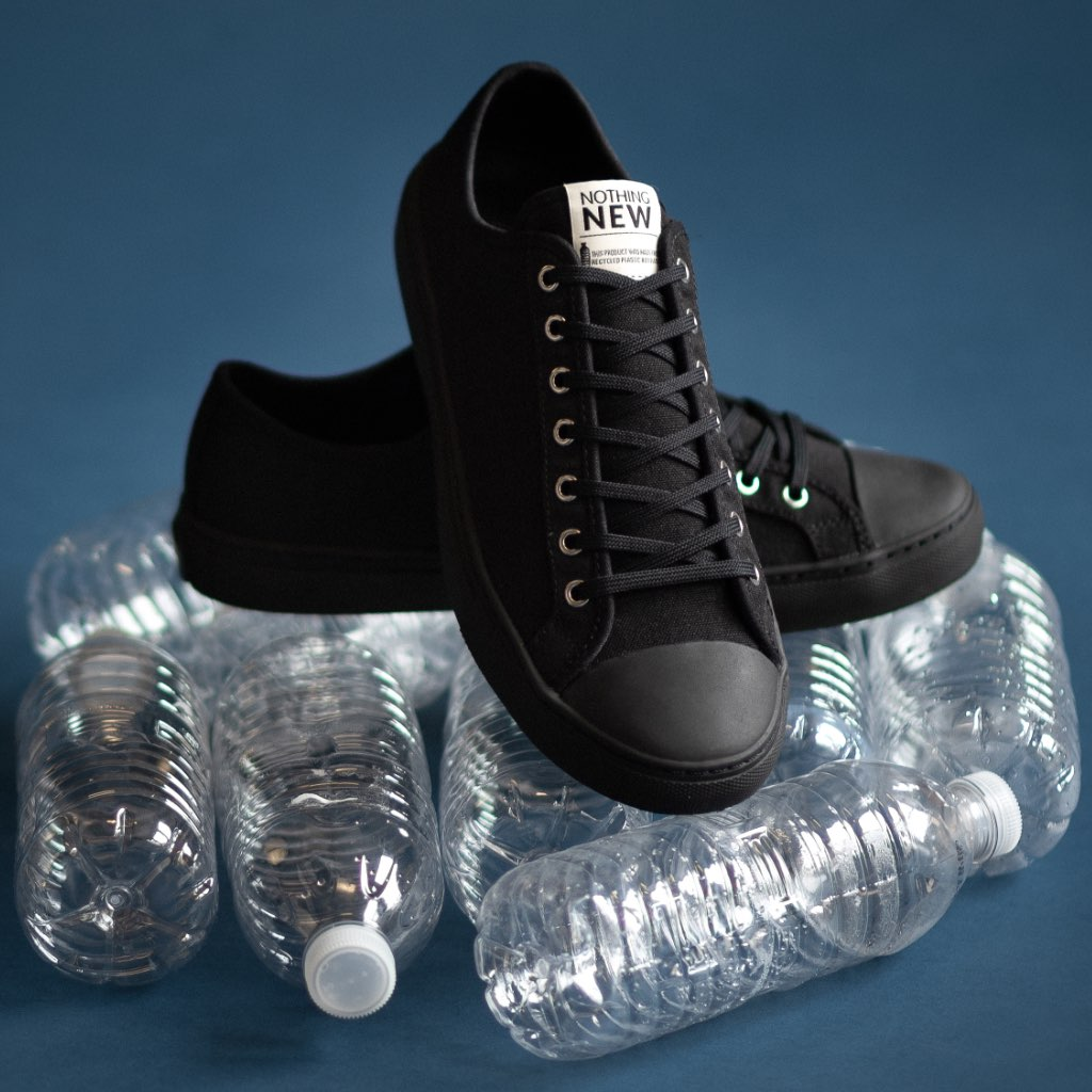 "<img src=""https://cdn.shopify.com/s/files/1/0052/7237/1293/files/Icon-PDP-Section1.png?219186"" class=""laces-icon""><br>5.6 plastic bottles repurposed & <br>160 gallons of water saved per pair."