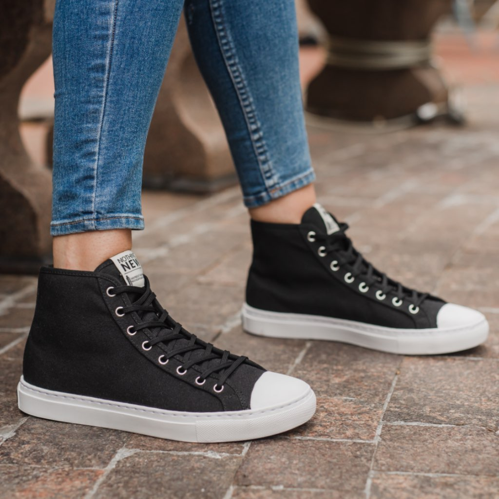 "<img src=""https://cdn.shopify.com/s/files/1/0052/7237/1293/files/Icon-PDP-Section2.png?219186"" class=""laces-icon""><br>True stitch construction.<br>Better for your feet & our world."